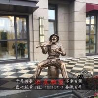 玻璃钢仿铜西方老爷爷拉小提琴音乐主题雕塑步行街公园景观装饰品