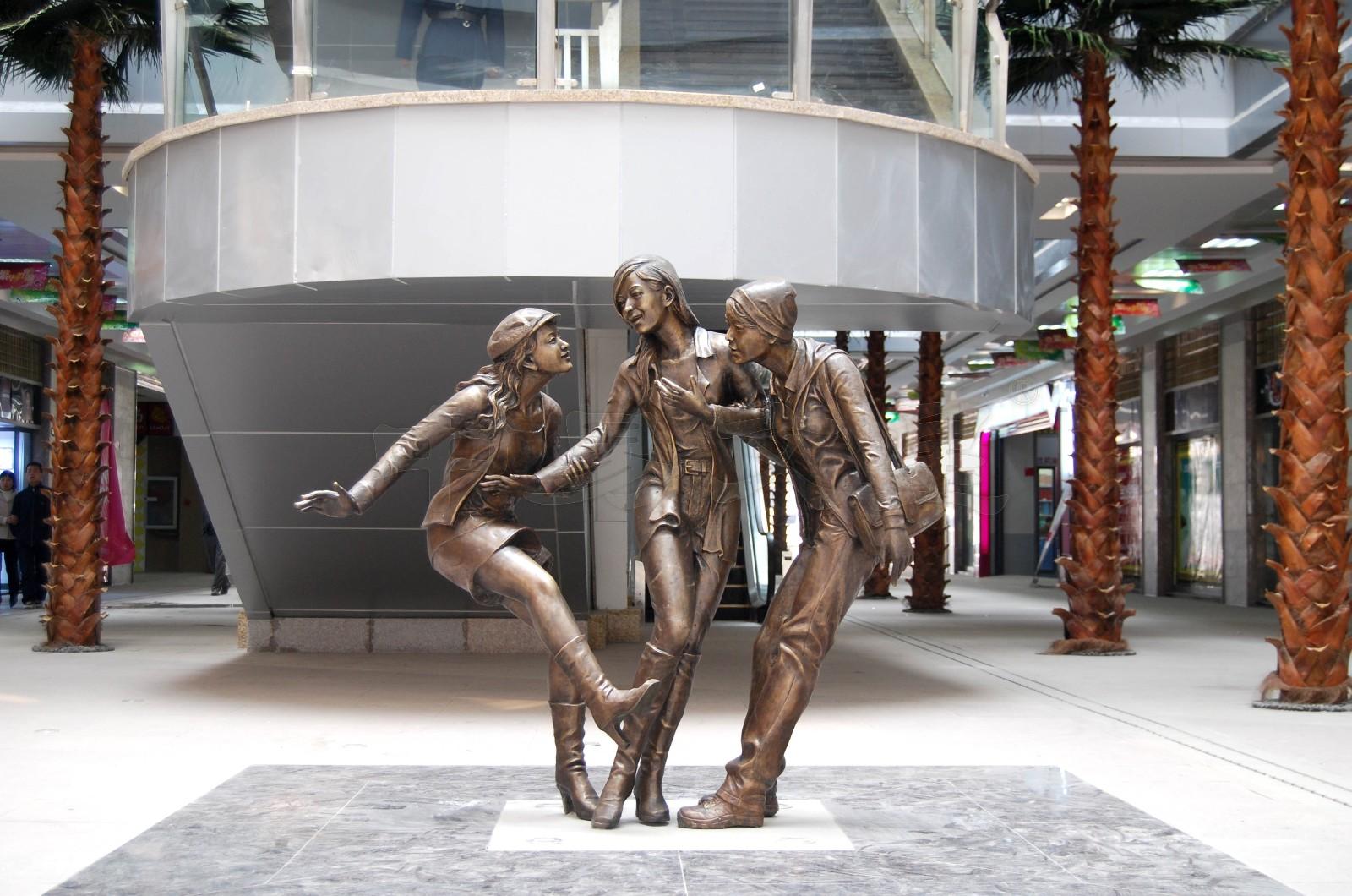 """""""光谷步行街景观雕塑《女人话题》-铸铜雕塑-中易文星雕塑院"""""""