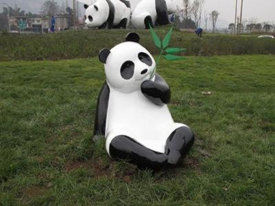 BLG776-玻璃钢熊猫雕塑设计