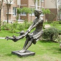 TDRW1939-家庭主题人物铜雕塑制作厂家