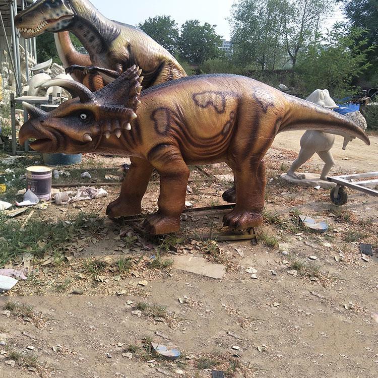 玻璃钢三角龙龙定制价格 仿真恐龙模型雕塑 园林景观动物雕塑摆件,鹏钊