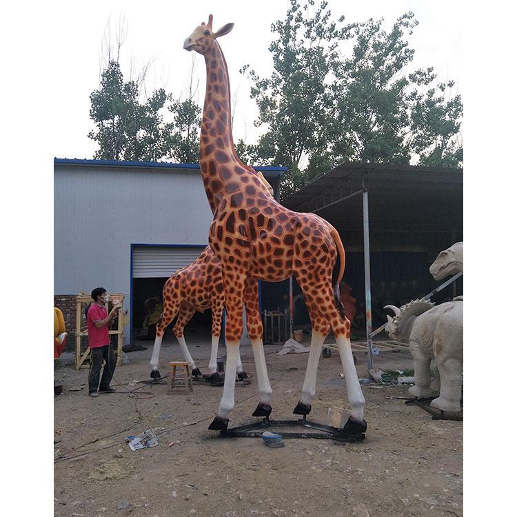 玻璃钢长颈鹿厂家定制 仿真长颈鹿价格 动物园雕塑摆件,鹏钊