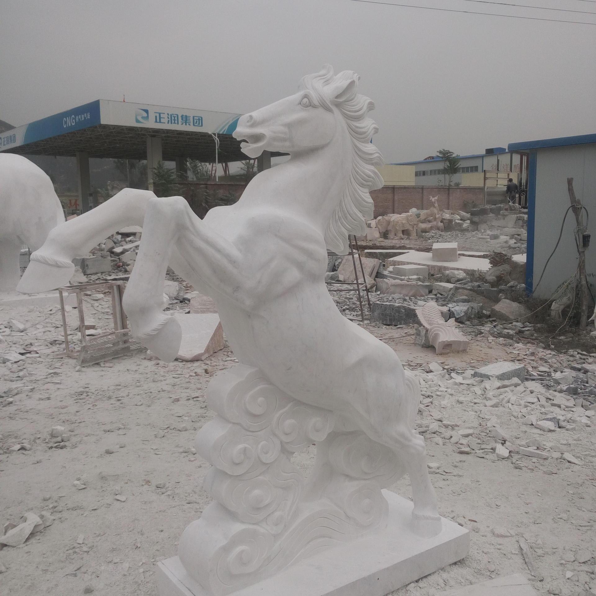 英翰园林雕塑专业定制石雕 景观园林动物雕塑摆件马