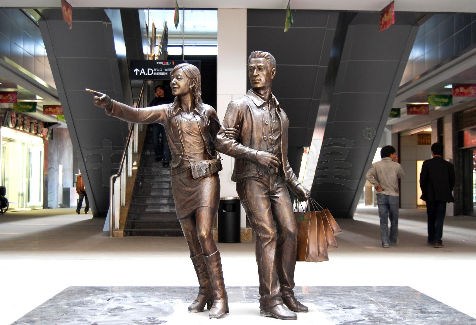 """""""光谷步行街景观雕塑《老公快看》-中易文星雕塑院"""""""