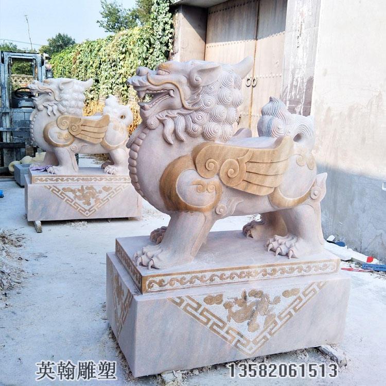 供应石雕麒麟一对 石材麒麟石雕摆件 英翰雕塑厂家