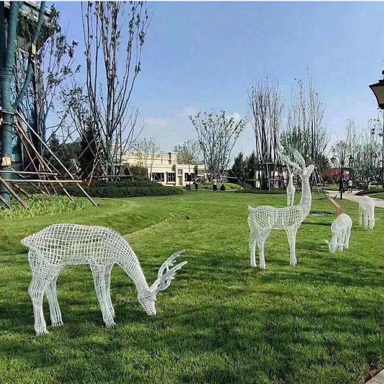 万硕雕塑 铁艺雕塑 铁艺镂空鹿雕塑 绿地景观动物小品